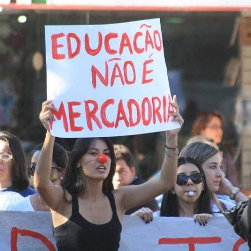 """""""Grandes grupos econômicos estão ditando a formação de crianças e jovens brasileiros"""""""