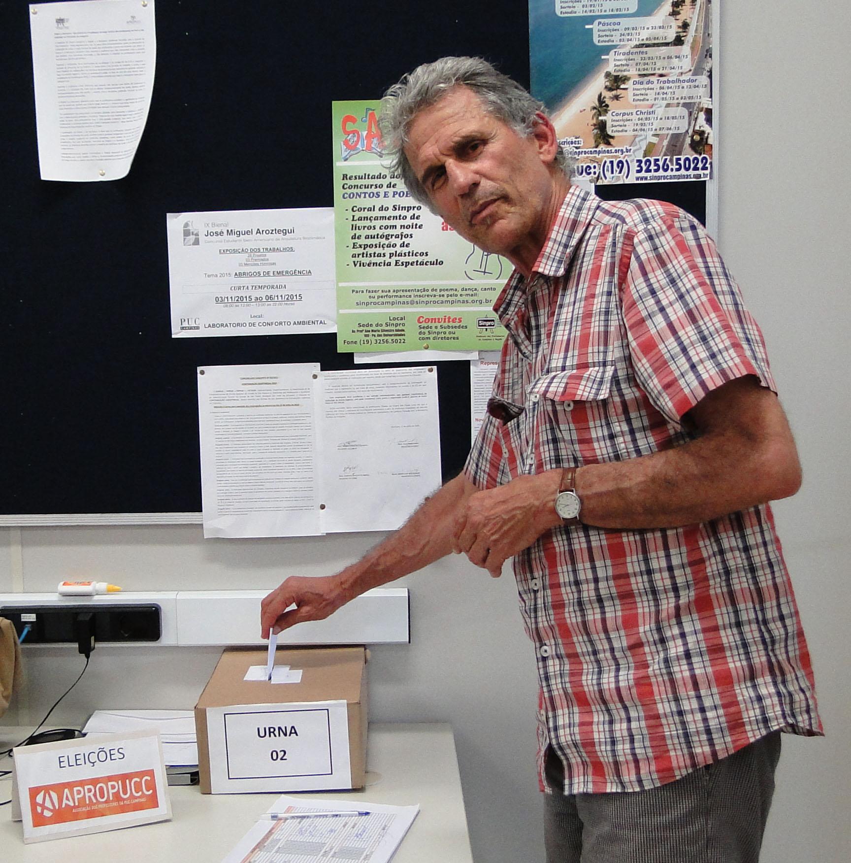 Professor Denio,  da Faculdade de Arquitetura e Urbanismo
