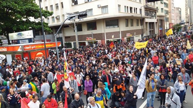 Greve Geral mobiliza milhares de pessoas contra as reformas