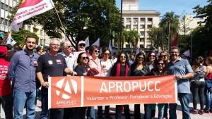 Diretoria da Apropucc e Sinpro Campinas, vereador Gustavo Petta (PCdoB) e professores da PUC-Campinas