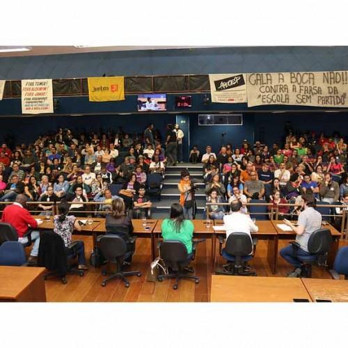 Por uma escola democrática: Ato em Campinas repudia tentativa de amordaçar o magistério