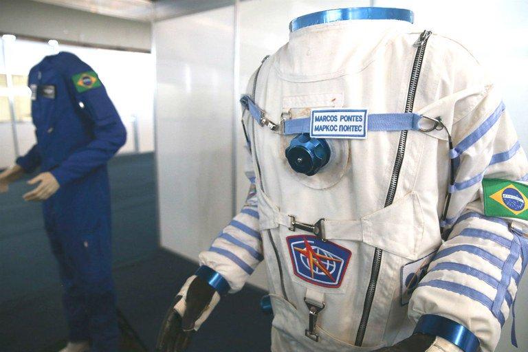 O cientista brasileiro é, antes de tudo, um malabarista. Na foto, mostra organizada pelo Ministério da Ciência, Tecnologia, Inovações e Comunicações visa a apresentar trabalhos produzidos nos institutos de pesquisa brasileiros