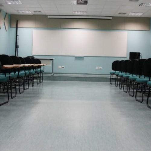 Capes descredencia cursos em universidades de ponta