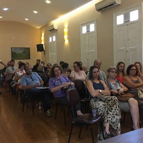Sinpro faz ações contra demissões irregulares de professores do Colégio Piracicabano e da Unimep