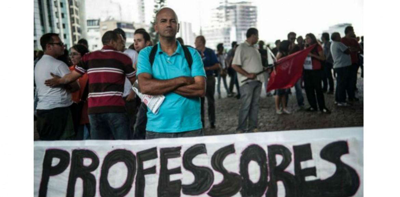 Câmara dos Deputados rejeita tirar professores da Previdência